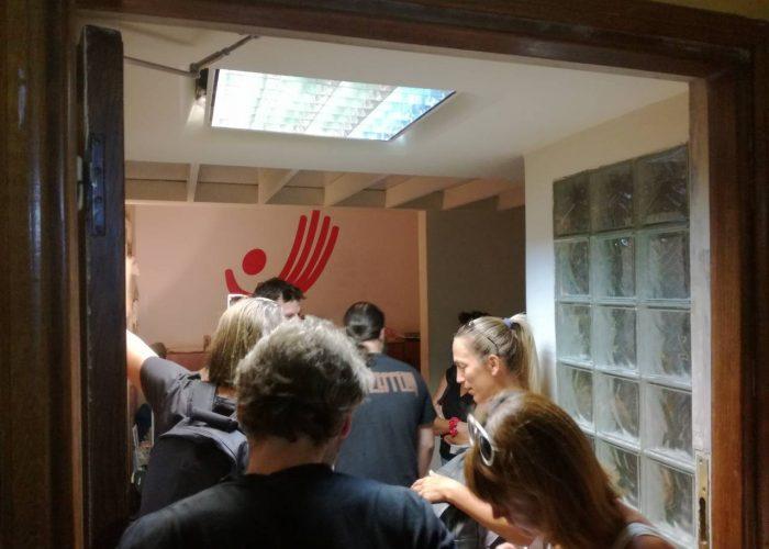 H Praksis Πετάει Στο Δρόμο Απλήρωτους Εργαζόμενους & Προσφυγόπουλα